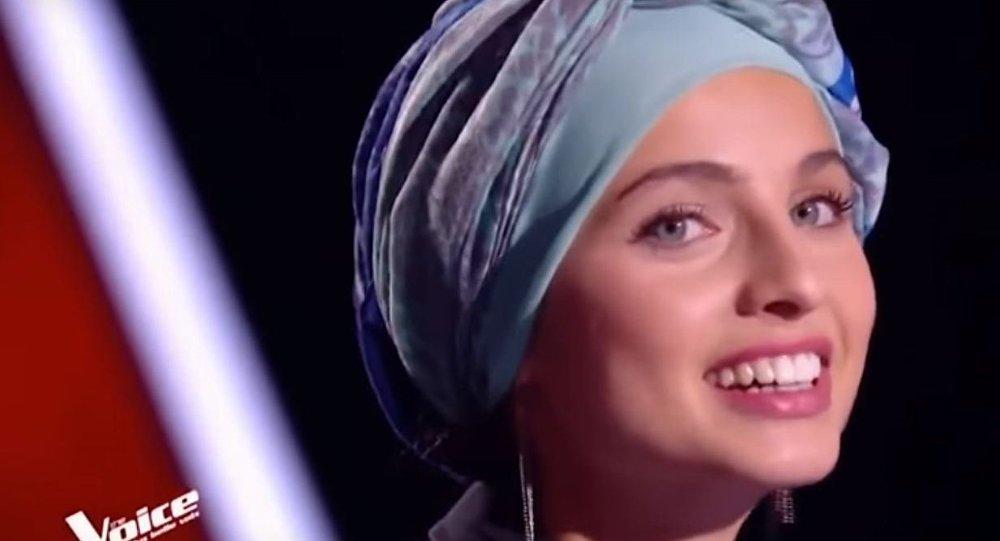"""سورية محجبة لأول مرة في """" The Voice """" الفرنسي"""