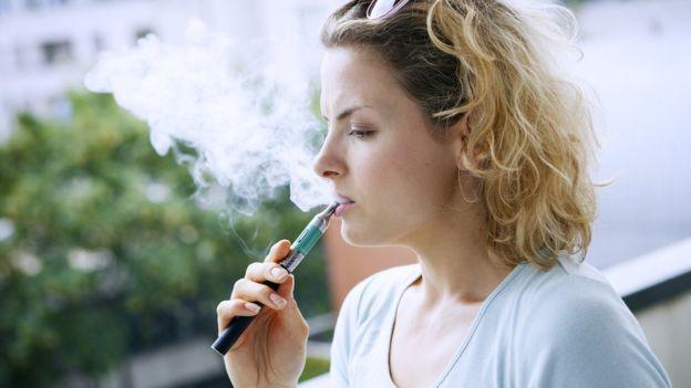 بريطانيا تدعو لاعتماد السجائر الإلكترونية كعلاج رسمي