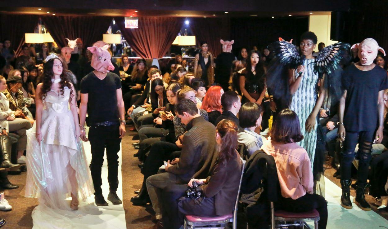 عرض أزياء بأسبوع نيويورك للموضة لمواجهة الاعتداءات الجنسية
