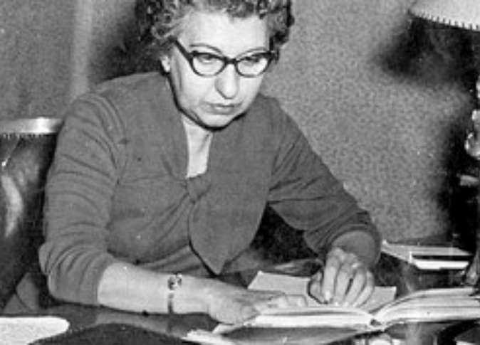 """7 معلومات عن """"سهير القلماوي"""".. أول طالبة بجامعة القاهرة"""