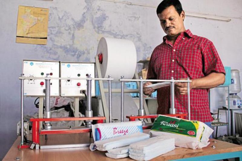 """قصة الفوط الصحية من """"الصوف"""" إلى """"مخترع الهند"""""""