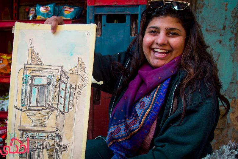 فنانات الشارع يحولن الدرب الأحمر للوحة فنية