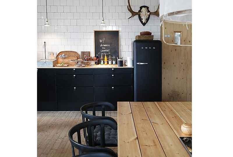 مطبخ بلون أسود