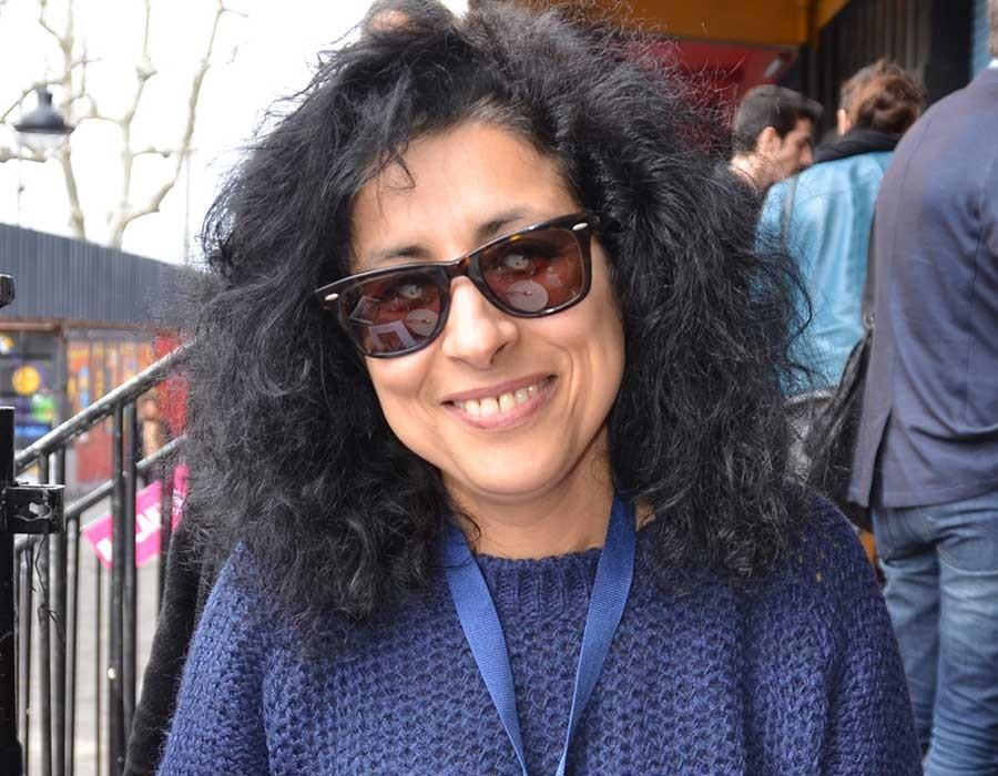 بشرى حبالي مغربية نشأت في بلجيكا وتساعد الفنانين العرب