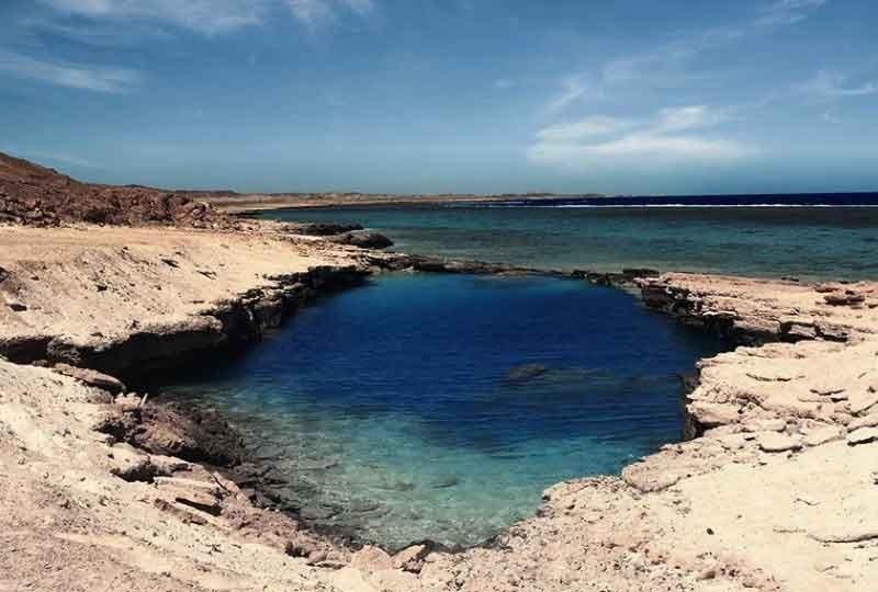 أجمل شواطىء في مصر شاطىء النيزك بمرسى علم