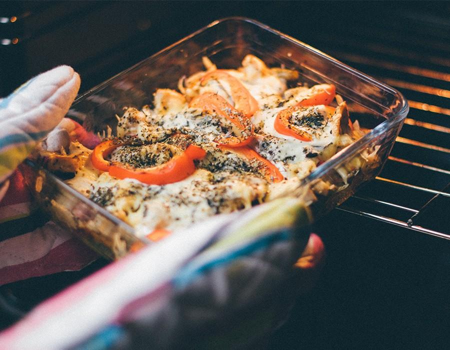 طريقة سهلة لإزالة الدهون وتنظيف الفرن