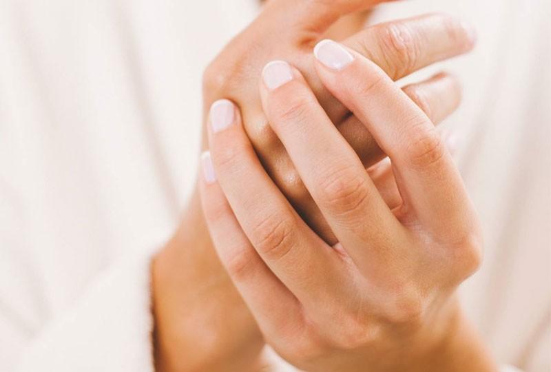 طرق علاج مشاكل الأظافر المزعجة