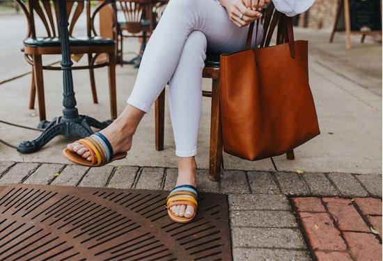 أحذية مناسبة للصيف تقدري تشتريها من هنا والشحن مجانا