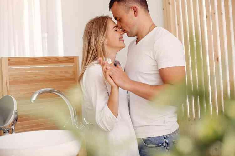 أخطاء يقع فيها الزوج أثناء ممارسة العلاقة الحميمة