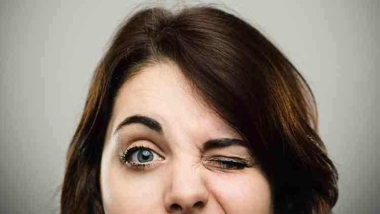 أسباب رفة العين وعلاجها وكيفية الوقاية منها
