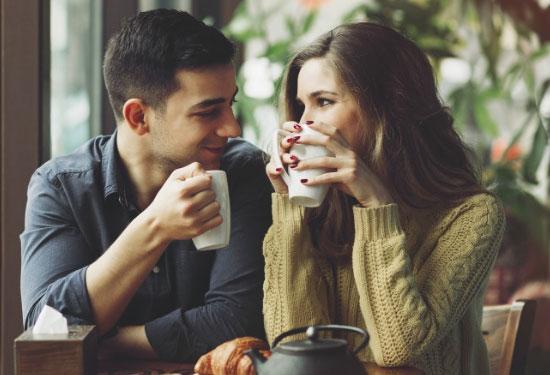 هكذا تطلبين الاهتمام من شريكك بطرق غير مباشرة