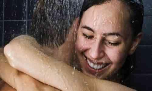 أضرار ممارسة العلاقة الحميمة تحت الدش