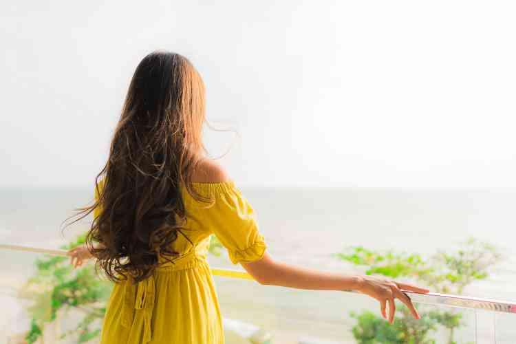 أفضل زيت للشعر لتعتني به وتتخلصي من مشكلاته