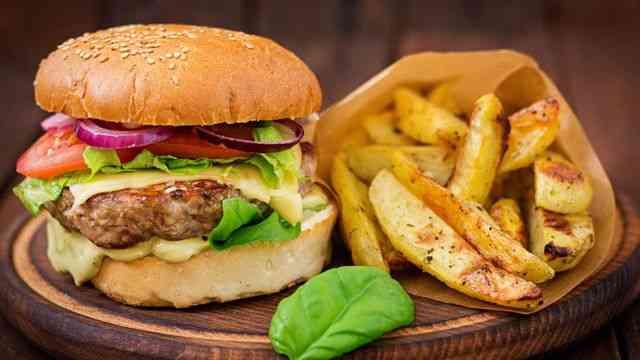 أفضل مطاعم البرجر في السعودية لوجبة شهية ممتعة