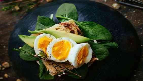 القيمة الغذائية للبيض وفوائده المذهلة لجسمك