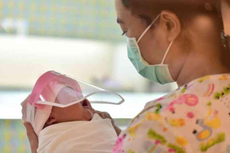 الولادة والحمل في زمن كورونا.. خوف وقلق وتساؤلات