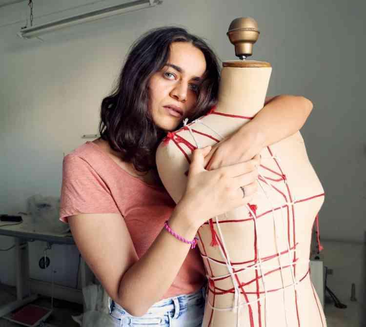 بسنت ماكسيموس مصممة أزياء تؤمن أن الاختلاف في البساطة