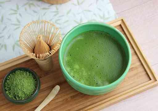 شاي الماتشا وطريقة تحضيره للتمتع بفوائده وتجنب أضراره