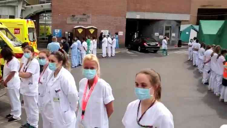 طاقم مستشفى بلجيكي يدير ظهره لرئيسة الوزراء احتجاجًا