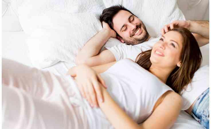 طرق مداعبة الزوج لعلاقة حميمة ممتعة