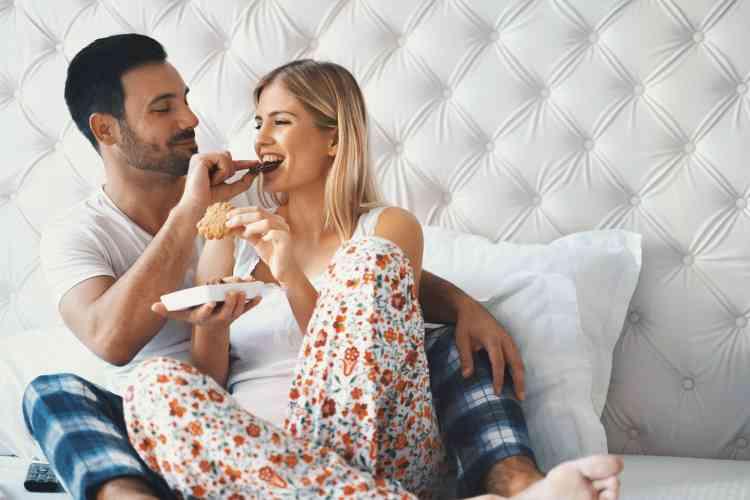 طرق ونصائح للأزواج لتحسين الحياة الجنسية