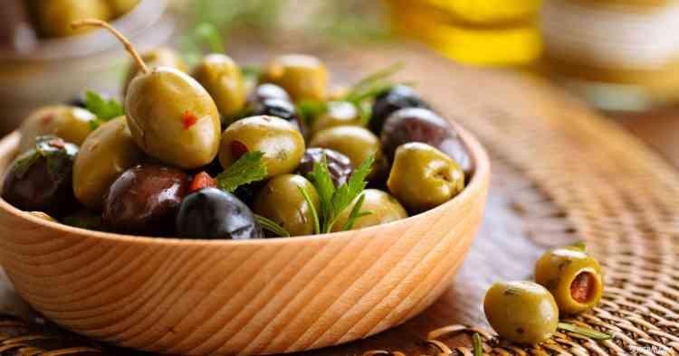 طريقة تخليل الزيتون لأروع أطباق فواتح الشهية