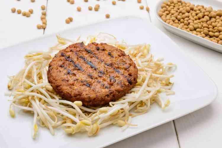 طريقة عمل البرجر بفول الصويا لوجبة عشاء شهية