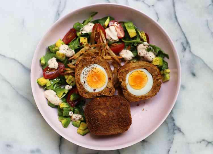 طريقة عمل البيض الاسكتلندي لأكلة مختلفة ولذيذة