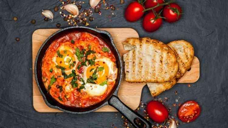 طريقة عمل البيض التركي لأشهى أطباق الفطور