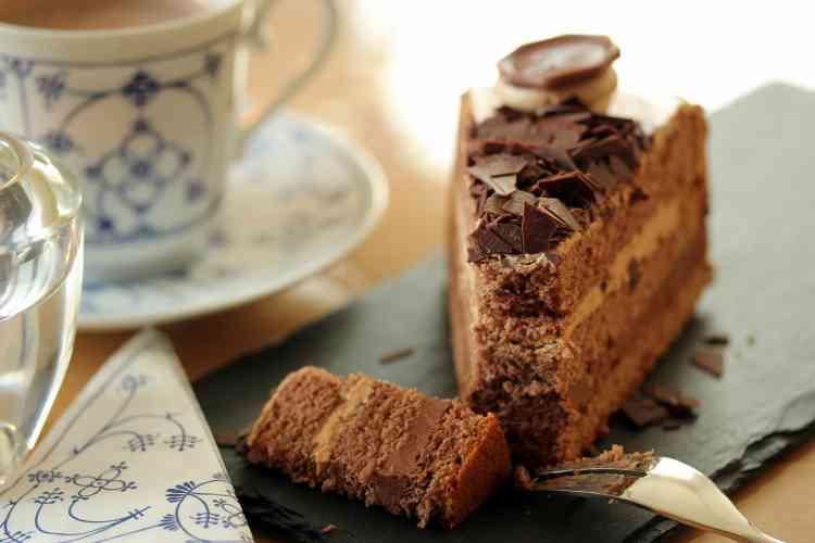 طريقة عمل الكيكة بالكاكاو مع الصوص وبوصفات لذيذة