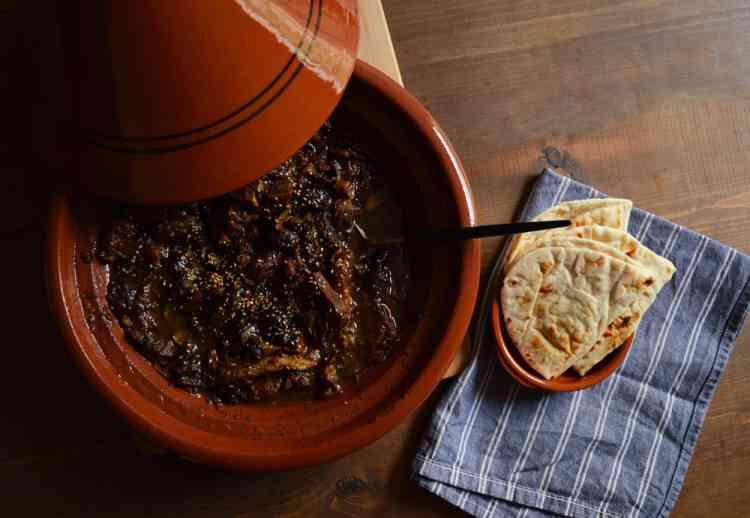 طريقة عمل اللحم بالبرقوق لطاجين مغربي شهي ومختلف