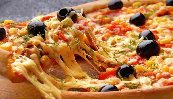 طريقة عمل بيتزا الفراخ بخطوات بسيطة وسهلة