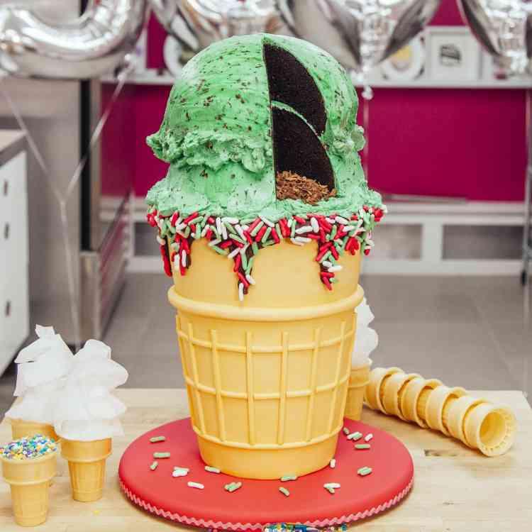 طريقة عمل عجينة السكر لتورتة عيد ميلاد تخطف الانظار
