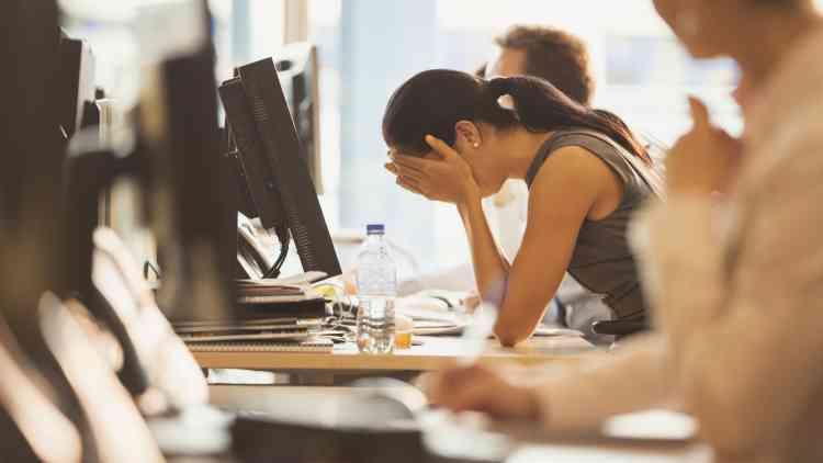 علامات الاحتراق الوظيفي بسبب العمل وكيفية التخلص منه
