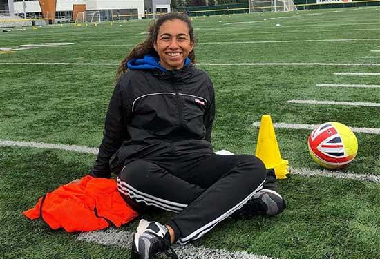 فريدة سالم تعشق كرة القدم وتمكن الفتيات عبر الرياضة