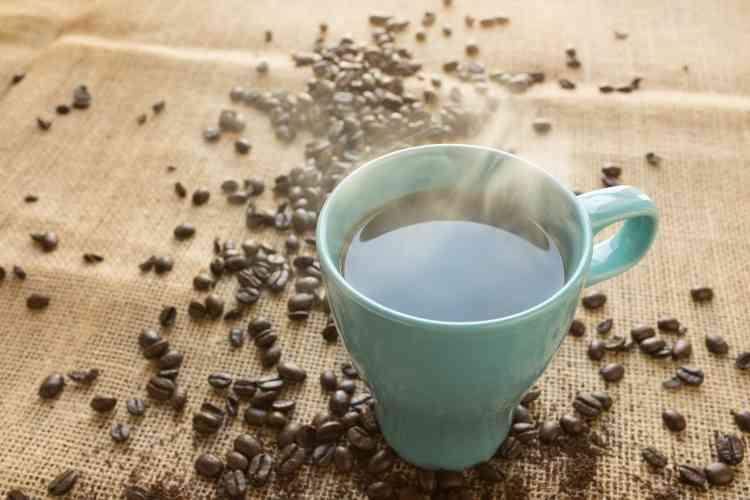 فوائد القهوة بدون كافيين وأهم آثارها الجانبية