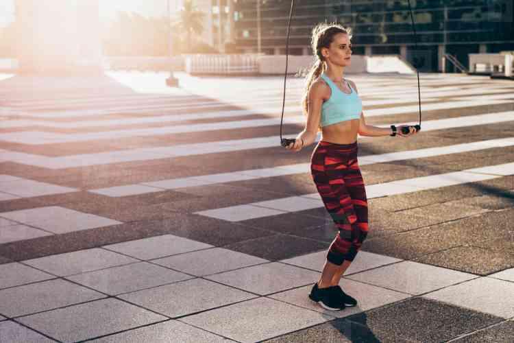 فوائد نط الحبل التي تجعله رياضة ممتعة وغير تقليدية