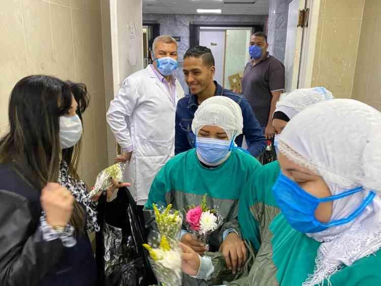 قومي المرأة يزور مستشفيات العزل لتقديم الشكر