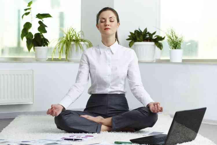 كيفية ممارسة اليقظة الذهنية في العمل لتحسين التركيز؟