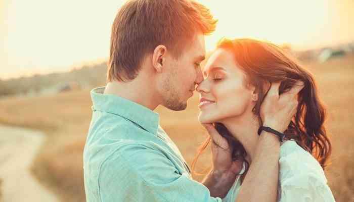 كيف تجعل قبلتك الأولى مثالية ولا تُنسى