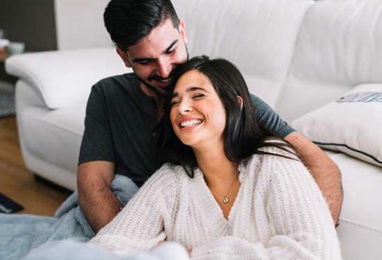 كيف تستمتعين بالعلاقة الحميمة باستخدام الواقي الذكري