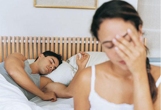 لهذه الأسباب ينام زوجك بعد ممارسة العلاقة الحميمة