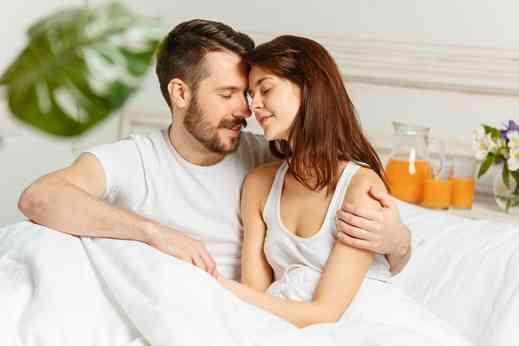 ماتحتاجه المرأة من الشريك في فترة الدورة الشهرية