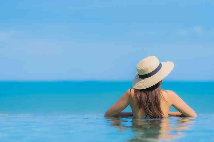 كيفية حماية الشعر من الشمس والبحر خلال فصل الصيف