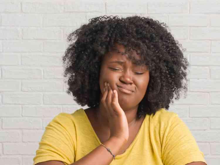 هل انخفاض الضغط يسبب تنميل في الوجه؟