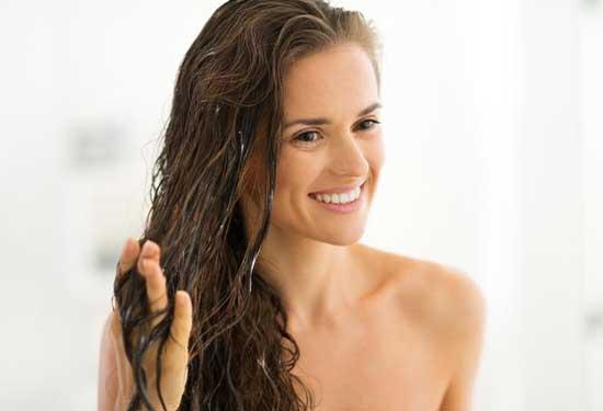 وصفات طبيعية لعلاج الشعر الدهني