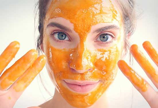 وصفات طبيعية للوجه بالعسل تمنحك بشرة نضرة وصحية