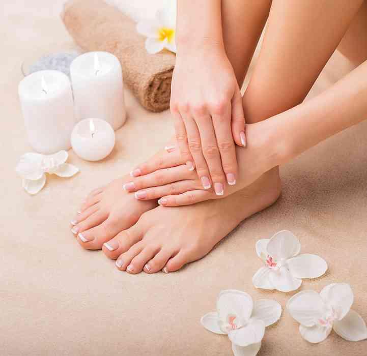 وصفات لتفتيح اليدين بمكونات طبيعية بسيطة وفعالة