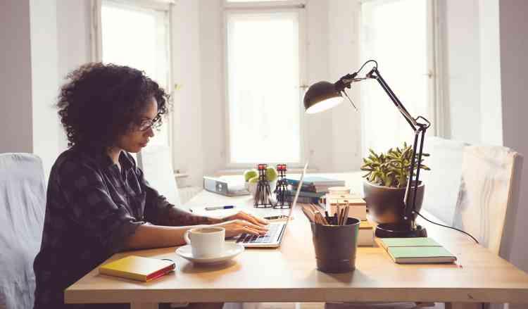 10 أخطاء يجب الابتعاد عنها وقت العمل من المنزل