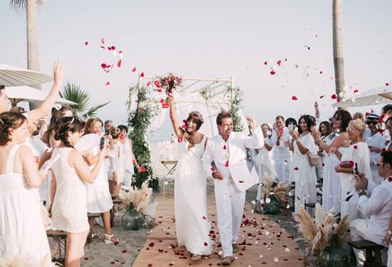 10 خطوات لعمل زفاف على شاطئ البحر ليوم لا ينسى